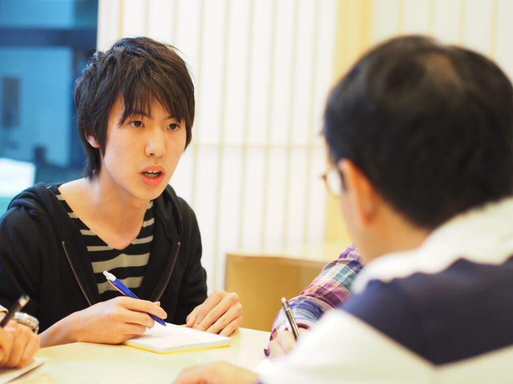 面接の講義を受ける生徒