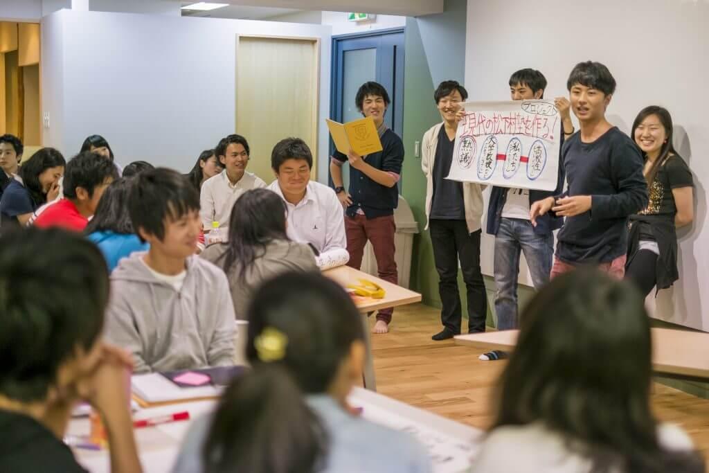 発表する生徒