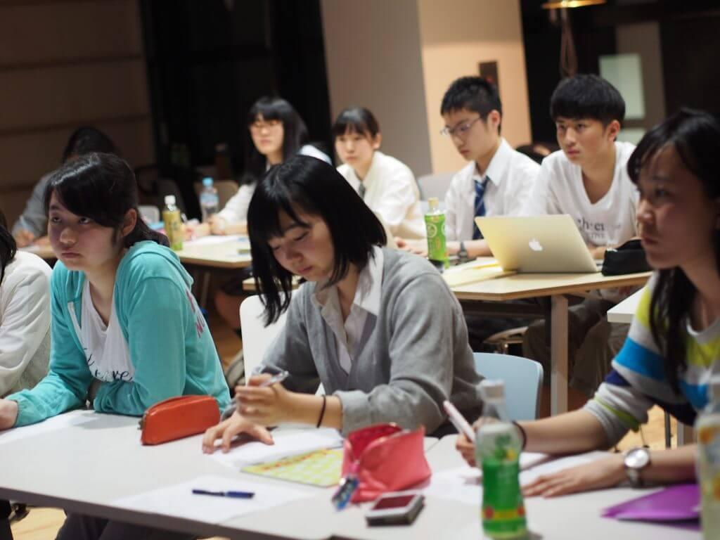 国語対策のセミナーを受ける生徒